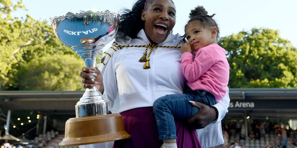 Navratilova: Serena is favorite for Australian Open