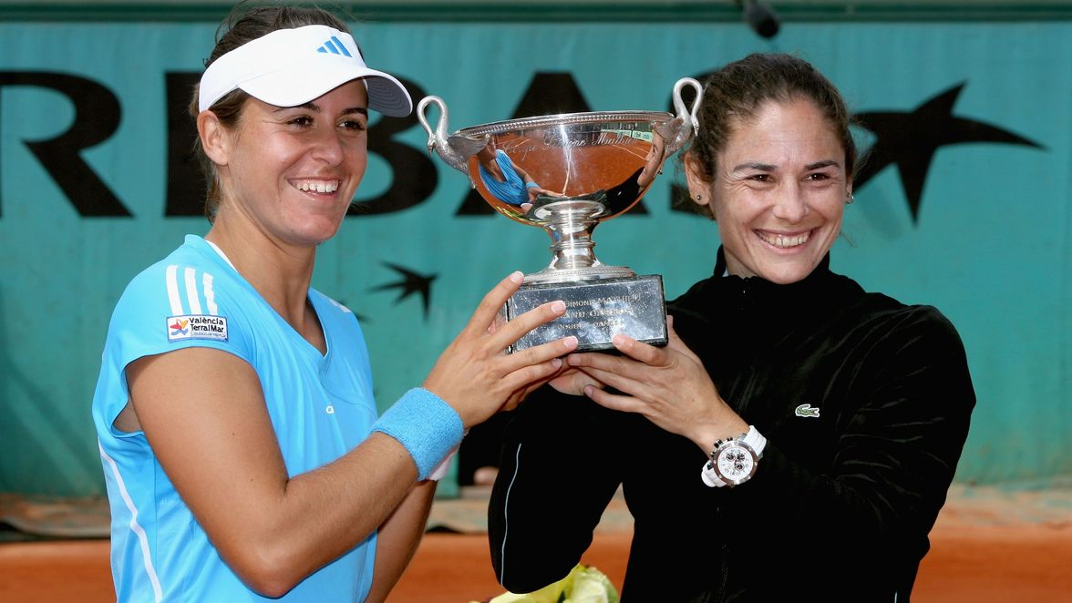 Medina Garrigues and Ruano Pascual defended their title in 2009. This was the last of Ruano Pascual's six Roland Garros women's doubles titles, and her 10th Grand Slam women's doubles title overall.