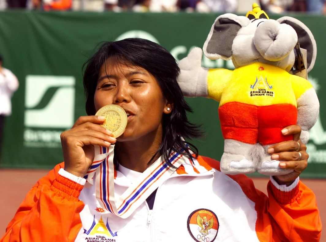 Yayuk Basuki after winning the gold medal at the 1998 Asian Games