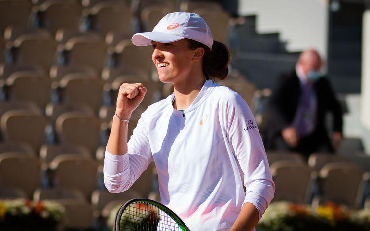 Iga_Swiatek_-_2020_Roland_Garros_Day_11_-DSC_7884_original